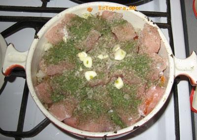 Мясо в горшочке
