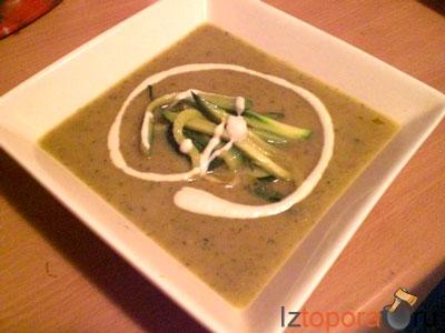 Сливочный суп из цуккини с гарниром