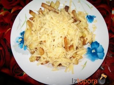 Жареный картофель с сыром