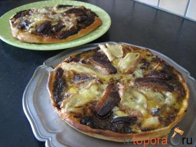Пицца с утиным филе и сердцем утки