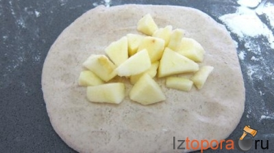 Хлеб с яблоками