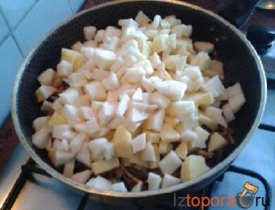 Картофель с грибами в молочном соусе