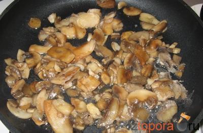 Рулетики мясные с грибами и сыром
