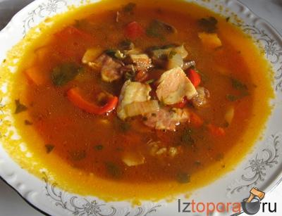 Томатный суп с копченостями