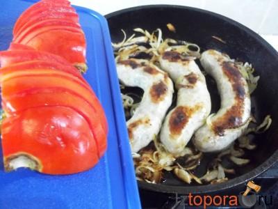 Домашние колбаски тушеные в томатном соусе