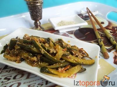 Салат из жареных огурцов по-корейски
