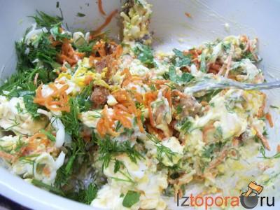 Рулет из лаваша с яйцами, сыром и курицей