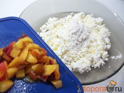 Персиковые сырники с медом и кунжутом запеченные в духовке