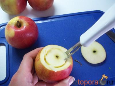Запеченные яблоки с творогом и персиками